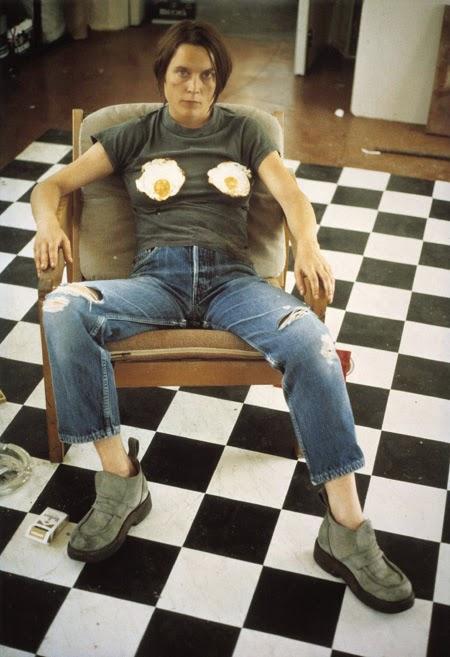 Sarah Lucas | el huevo en el arte | Stylefeelfree