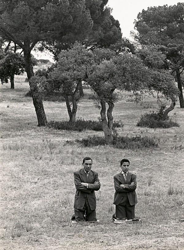 Obra: Misa en la casa de campo, 1962 de Ramón Masats | Stylefeelfree