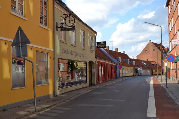 Calle desierta, Roskilde, Dinamarca | stylefeelfree