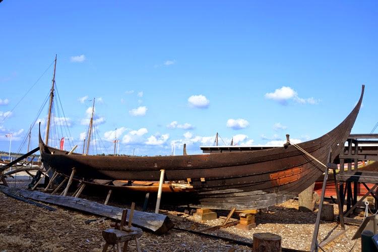 Antiguos barcos vikingos, museo de barcos vikingos en Roskilde, Dinamarca | stylefeelfree