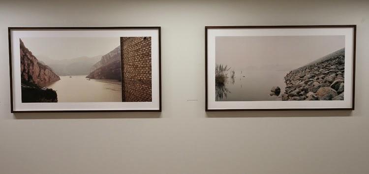 Obra de Nadav Kander en la exposición Constructing Worlds, Barbican Londres   Stylefeelfree