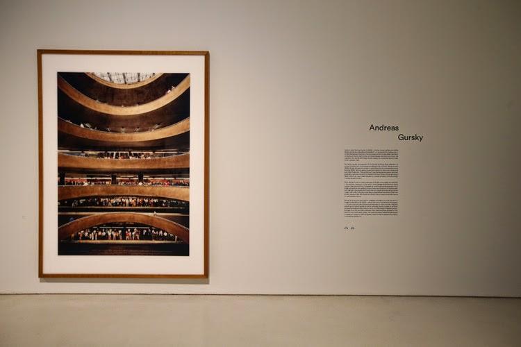 Obra e Andreas Gursky en la exposición Constructing Worlds, Barbican Londres   Stylefeelfree