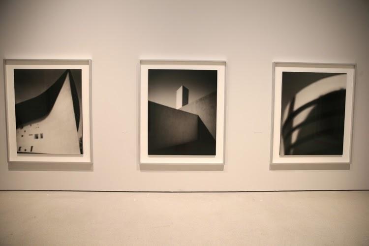 Obra de Hiroshi Sugimoto en la exposición Constructing Worlds, Barbican Londres   Stylefeelfree
