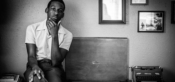 Leon Bridges lanza 'Coming Home',  música de hoy que suena como la de ayer