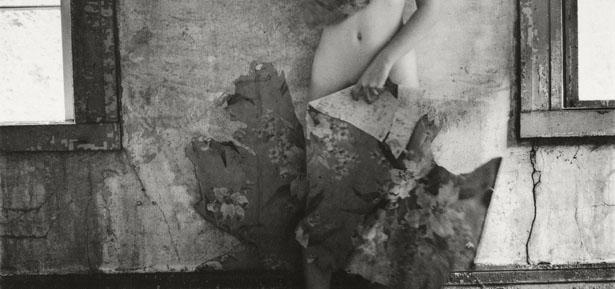 Francesca Woodman anticipa en el Moderna un Otoño repleto de sombras