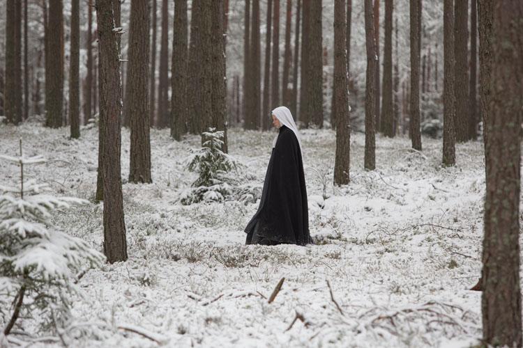 Las inocentes | La fe cristaliza en la nieve