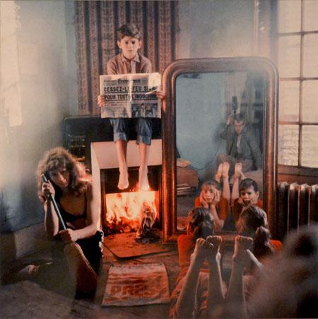 Ata Kandó, sus tres hijos y el fotógrafo visto en el espejo | StyleFeelFree