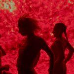Ema | Instantánea de una mujer en el fuego