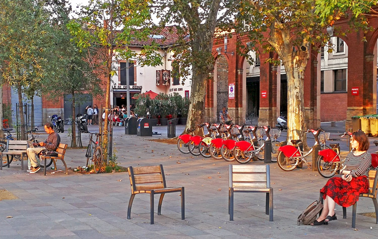 Plaza de Saint-Pierre | Francia | Viajes | StyleFeelFree