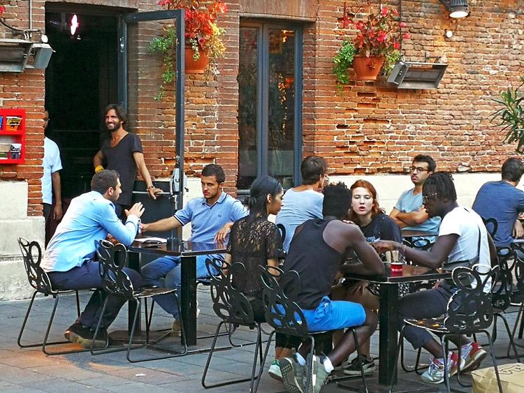 Terraza en Plaza de Saint-Pierre | Francia | StyleFeelFree